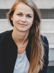 Profilbild von Verena Graf PRODUKTIONERIN, PROJEKTKOORDINATION   KONTAKTERIN, PRODUKTIONSLEITUNG DES GESCHÄFTS- BEREICHES DIGITALE DRUCKVORSTUFE aus Aachen